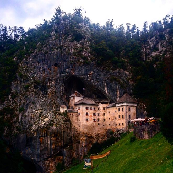 Chegando ao Castelo de Predjama