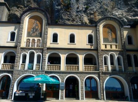 Ostrog igreja monastério pedra montenegro