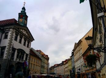 Townhall e praça em frente Ljubljana