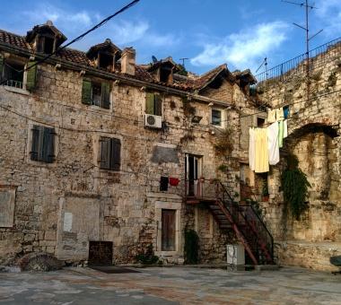 Casas no muro de Diocleciano