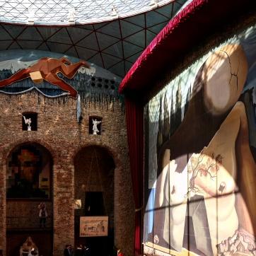 Teatro Museu Dalí pátio