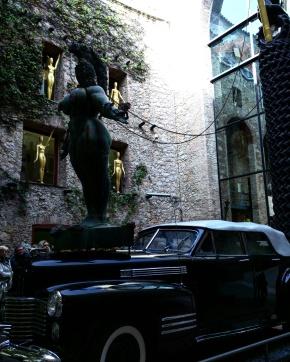 Teatro Museu Dalí taxi da chuva