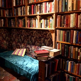 shakespeare-and-co-interior