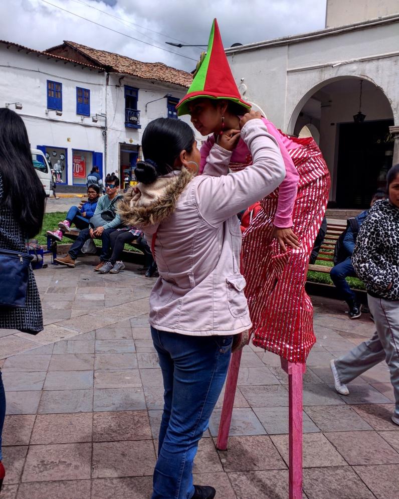 Carnaval Cusco pernas de pau 1