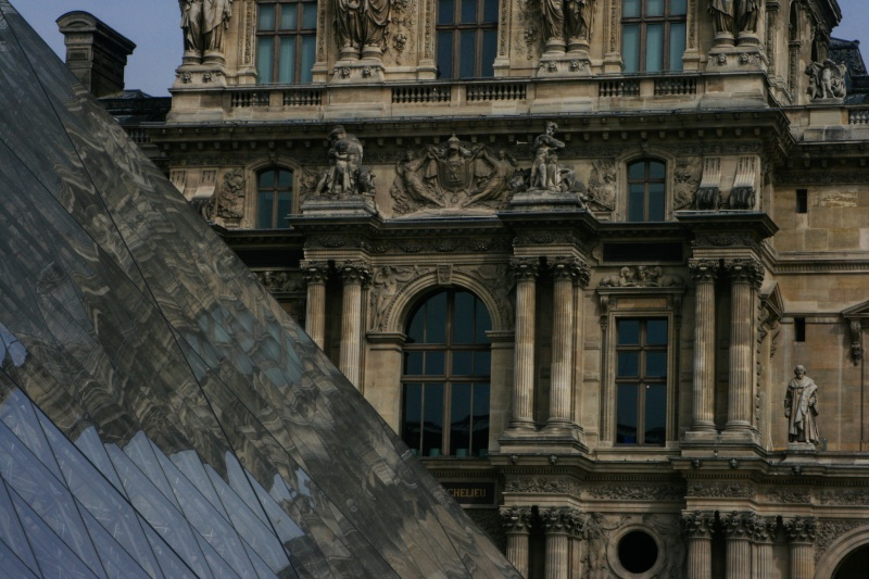 Pirâmide do Louvre 2