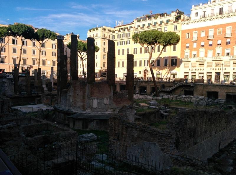 Largo di Torre Argentina praças de Roma 2