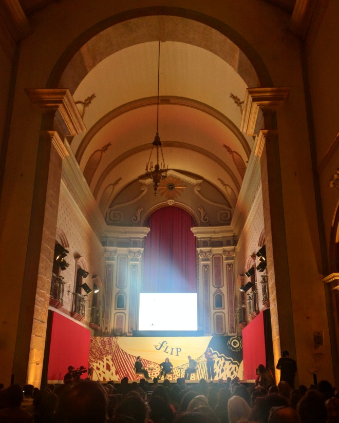 Dentro da Igreja na Flip