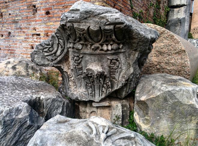 Detalhes de um capitel no forum romano