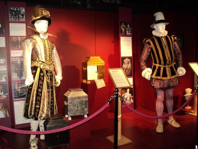 Roupas de época usadas nas peças Shakespeare's Globe