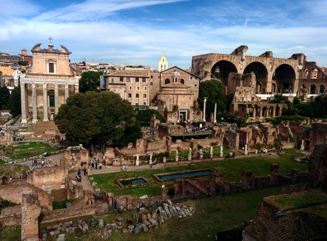 Templo de Antonino Pio e Basílica de Constantino