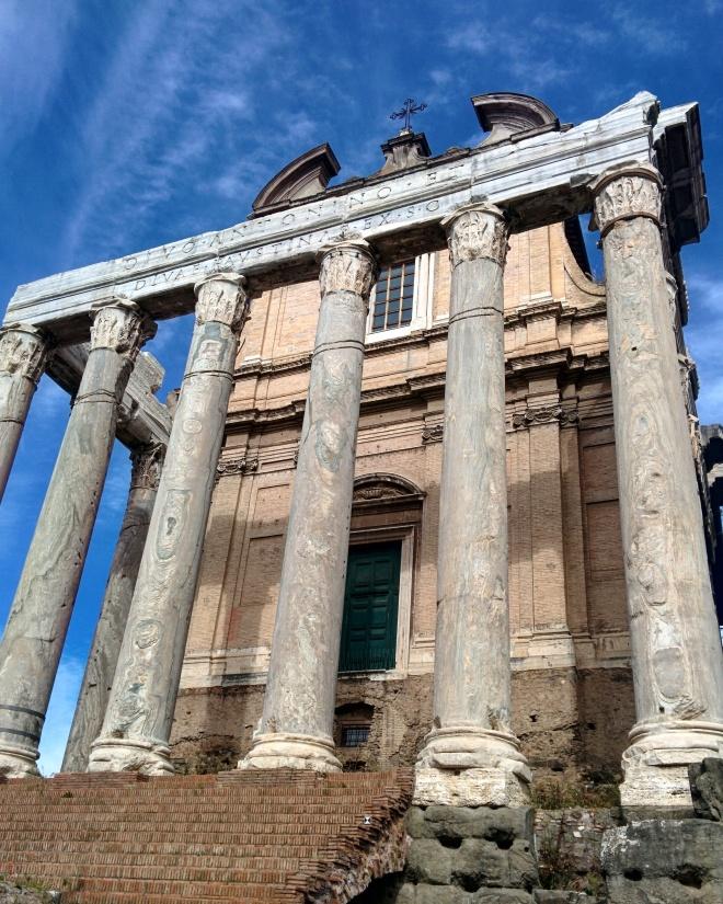 Templo de Antonino Pio