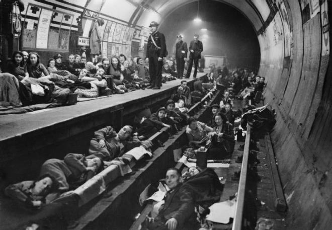 The_Home_Front_in_Britain_during_the_Second_World_War_HU44272 Aldwich Tube Station