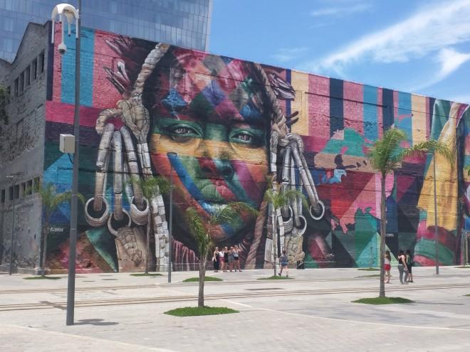 Grafites perto da Praça Mauá Rio 2