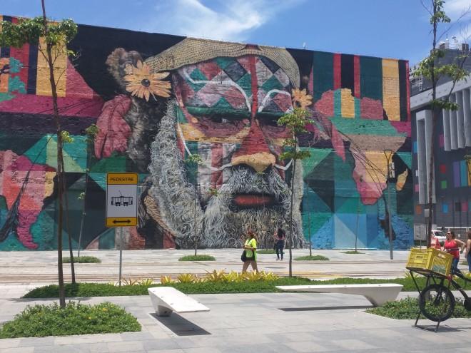 Grafites perto da Praça Mauá Rio 7