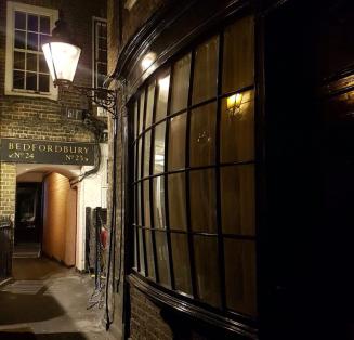 Goodwin's Court Londres ruazinha vitoriana 1