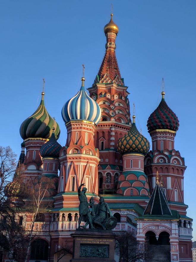 Catedral de são basilio estátuas de minin e pojarski praça vermelha moscou
