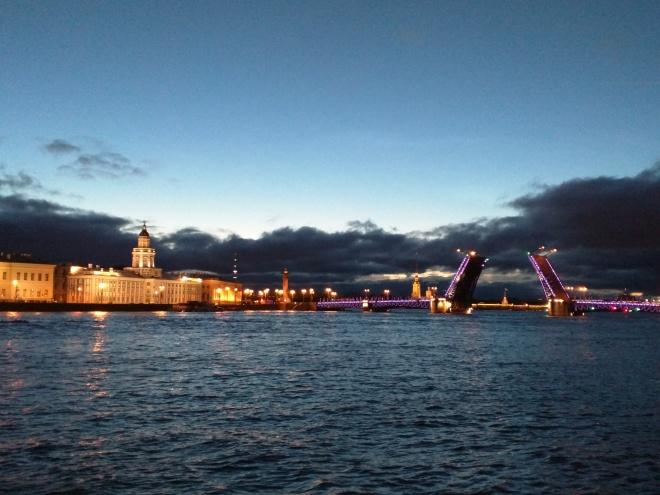 Noites brancas são petesburgo rio neva pontes