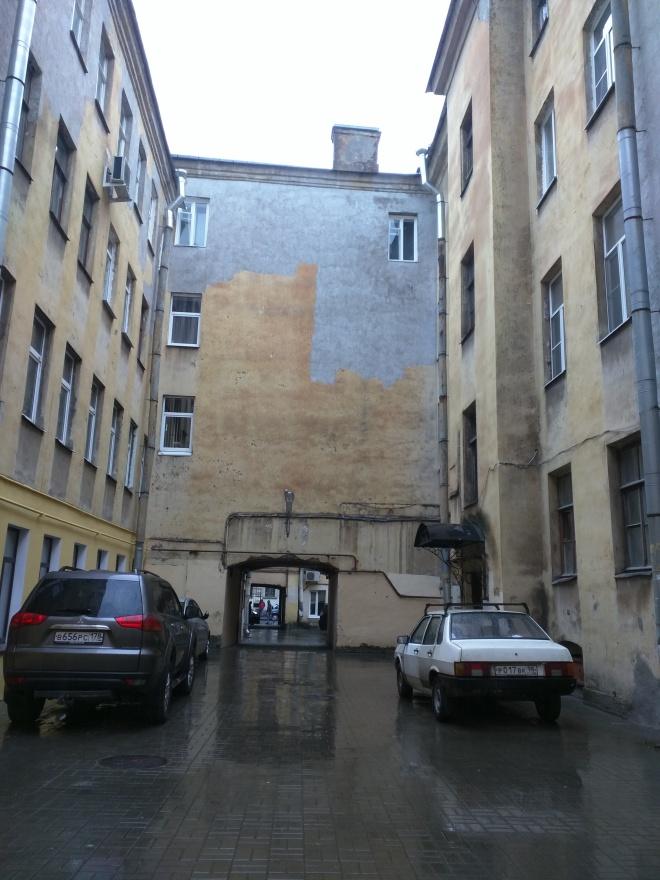 Petersburgo entrada negra no patio