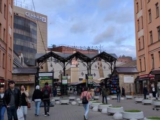 Praça Sennaia Dostoiévski Petersburgo mercado