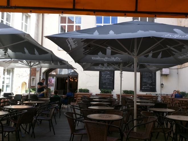 Universidade de Vilnius Lituania patio restaurante