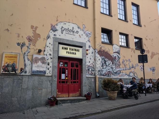 Vilnius Lituania arte de rua alice pais maravilhas