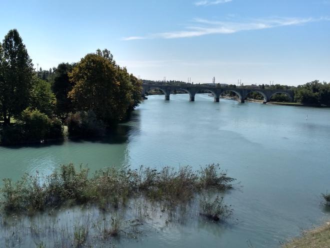 Lago de Garda Peschiera ponte no rio Mincio