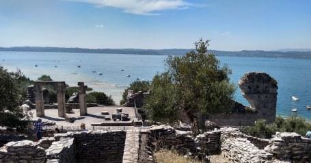 Lago de Garda Sirmione Grutas de Catulo panorama