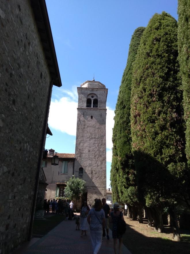 Lago de Garda Sirmione torre igreja