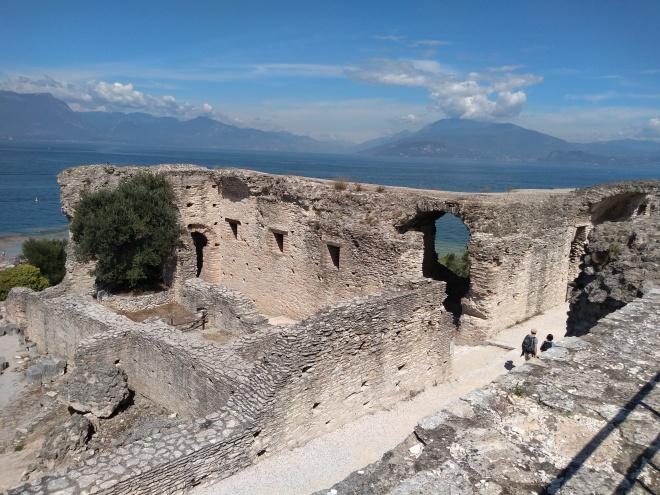 Lago de Garda Sirmione vila de um poeta romano