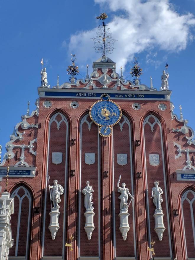 Riga Letonia casa das cabeças negras detalhe