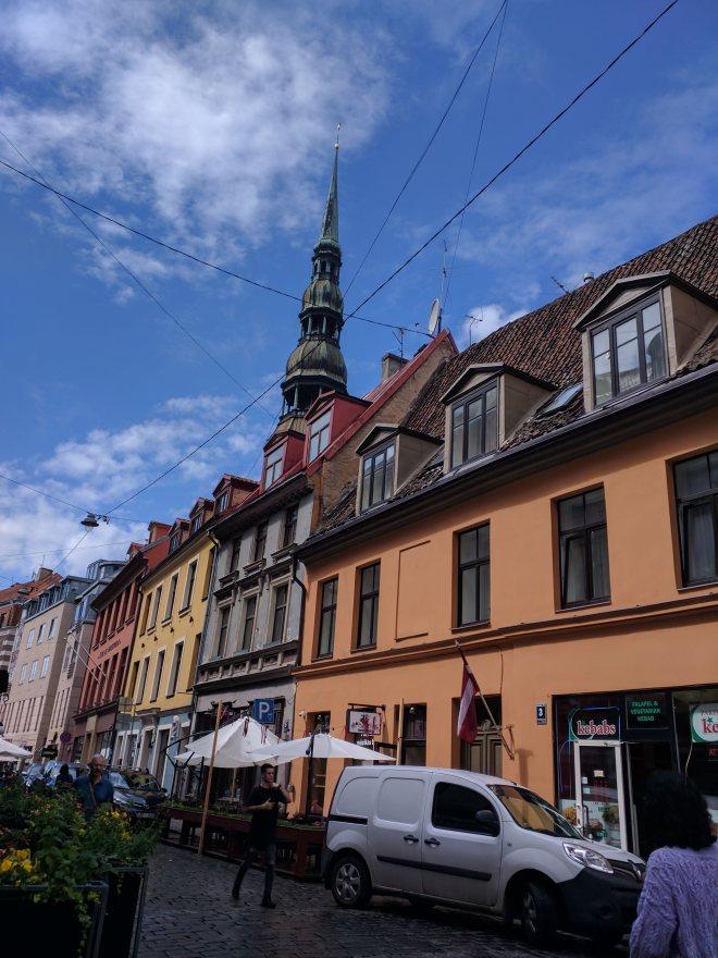 Riga Letonia cidade velha torre de são pedro