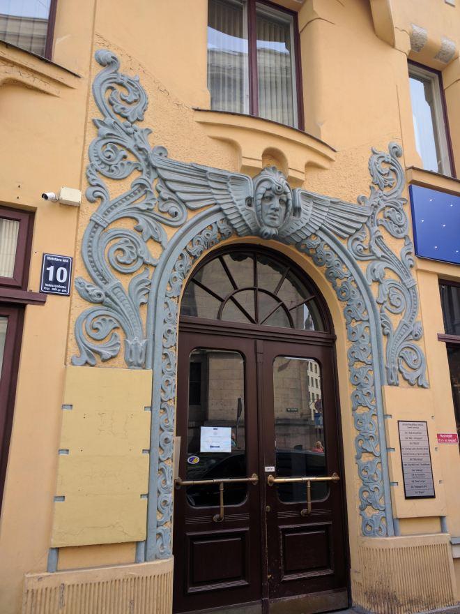 Riga Letonia porta art nouveau