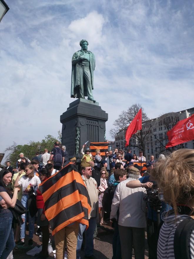 Protesto anti-Putin em Moscou manifestantes a favor de Putin