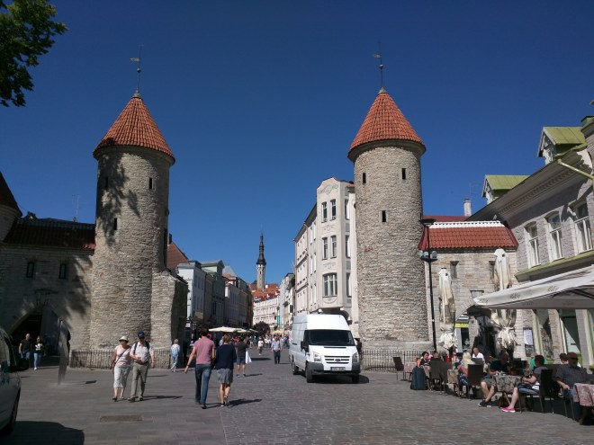 Tallinn centro histórico portões viru