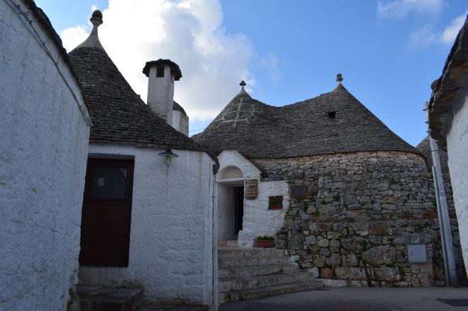 Puglia Alberobello trulli siameses