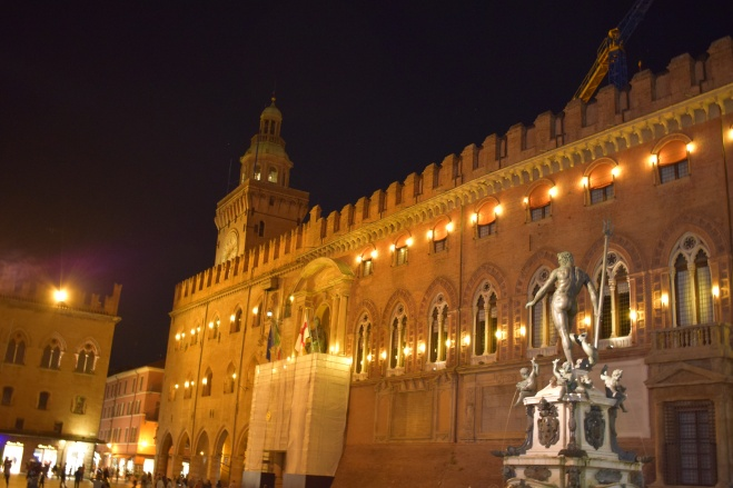 Bologna piazza maggiore palazzo d'accursio coleções arte