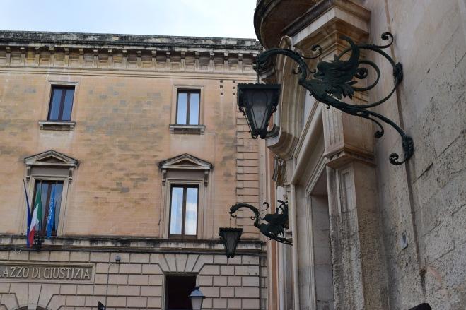 Puglia Lecce lampadas dragões
