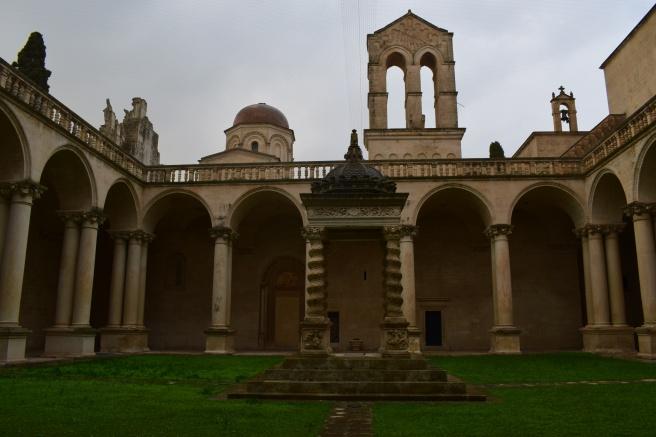 Puglia Lecce patio chiesa san Niccolo e Catualdo