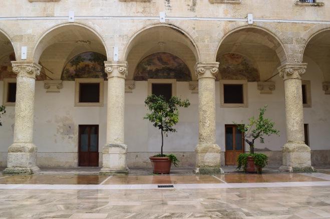 Puglia Lecce porticos com afrescos