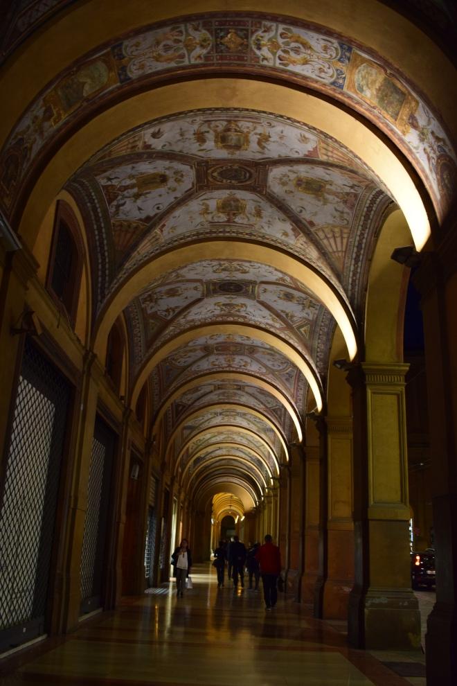 Bologna portico grottesco via farini