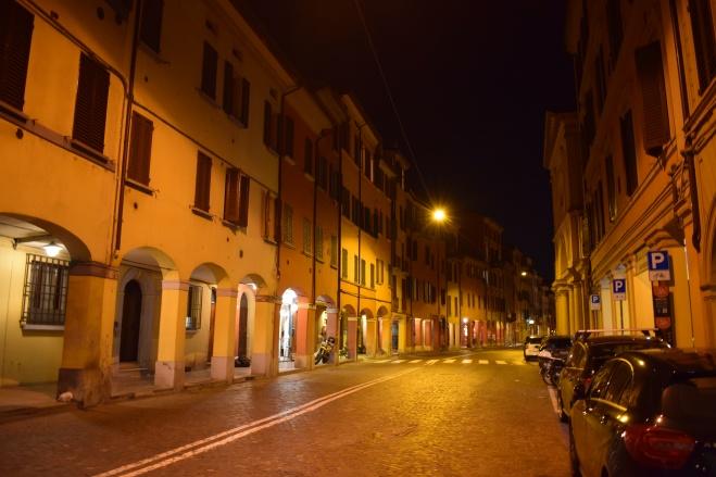 Bologna porticos via saragozza 2
