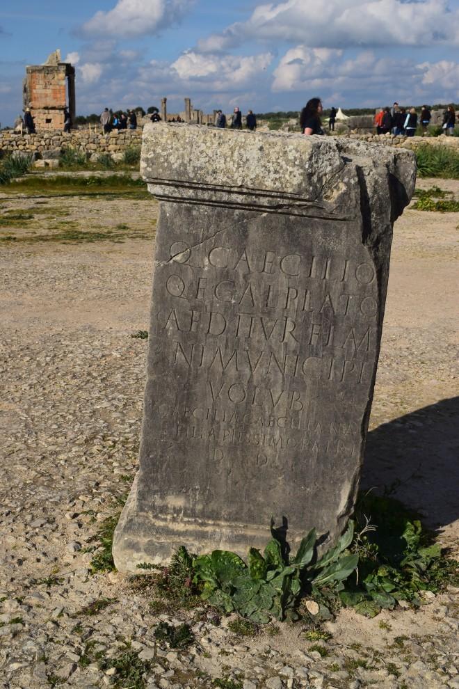 Volubilis ruinas romanas Marrocos Inscrição em latim