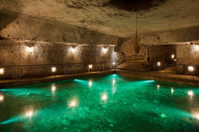 Galleria_borbonica_-_Cistern_(Naples)