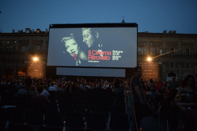 Bologna piazza maggiore cinema ritrovato ar livre