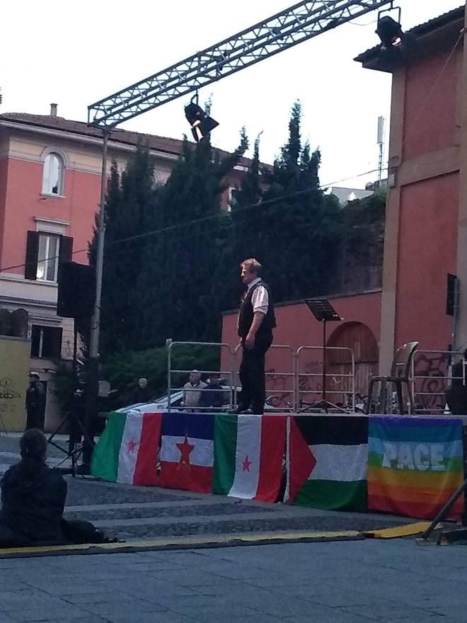 Pratello r'esiste festa antifascista bologna palco performances