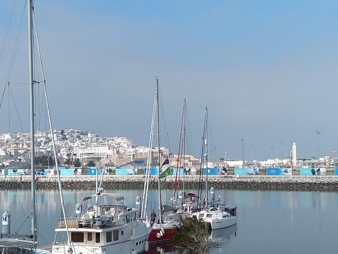 Tangier vista da praia para a medina